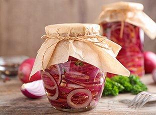 Как мариновать красный лук: 5 оригинальных рецептов