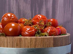 Как солить помидоры в бочке: бабушкин рецепт и другие способы