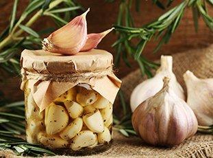 Как засолить чеснок в домашних условиях: простые рецепты заготовок на зиму