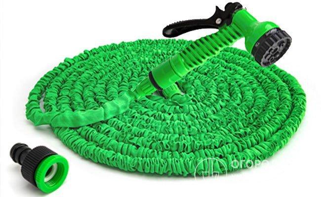 Самоудлиняющийся садовый шланг с распылителем