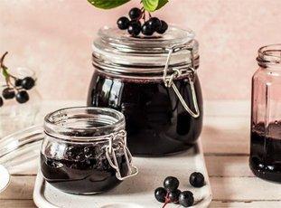 Варенье из черноплодной рябины с вишневым листом на зиму