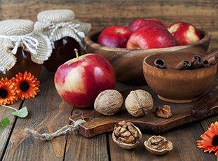 Варенье из яблок с грецкими орехами: зимние заготовки